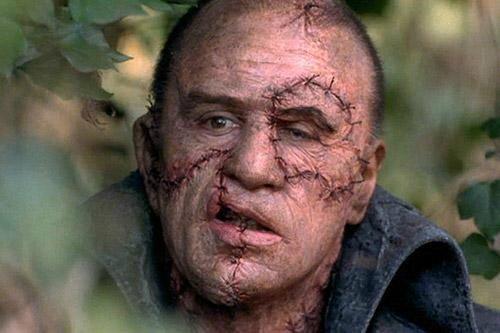 Robert de Niro dans le rôle de : La Créature de Frankenstein