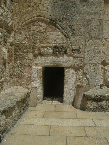 Entree de l'Eglise de la Nativite, minuscule