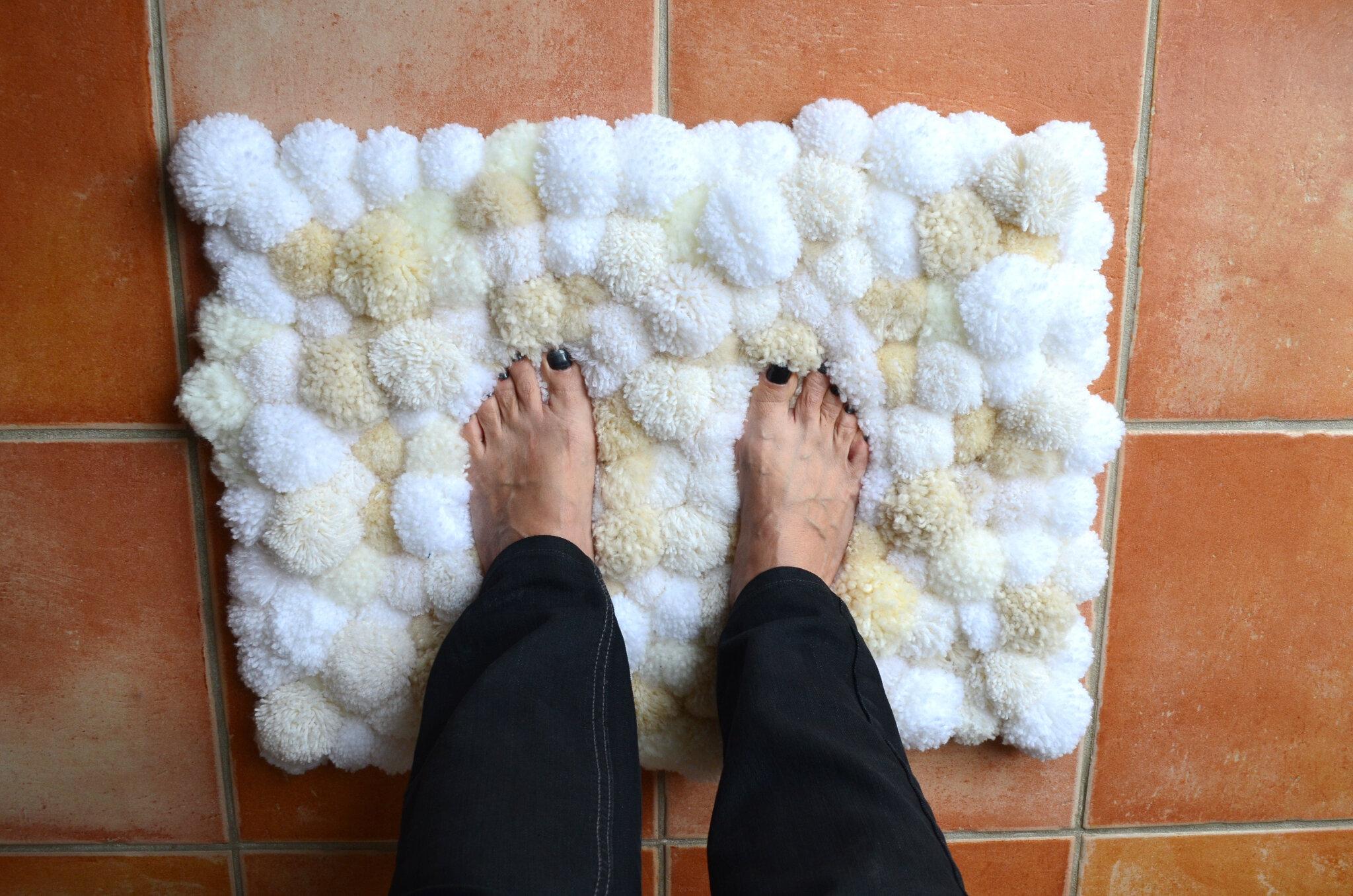 fabrication de pompon en laine fashion designs. Black Bedroom Furniture Sets. Home Design Ideas