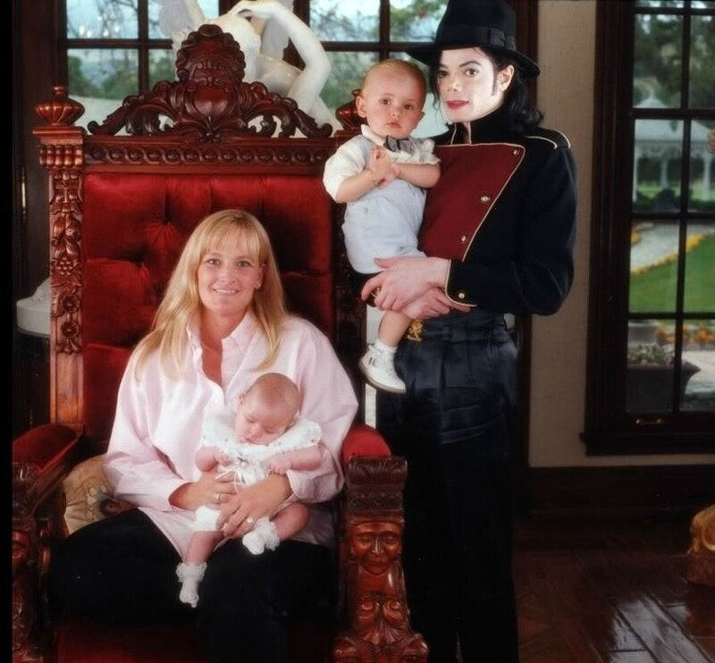 Michael-Jackson-and-his-own-Family-3-michael-jackson-19286998-900-800