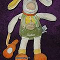 Doudou chien hector doudou et compagnie, avec guitare orange
