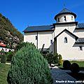 Le monténégro, monastère de moraca et forêt primaire