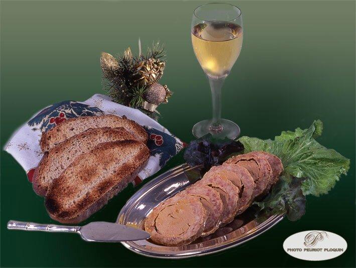 Le savoureux cou de canard farci au foie gras