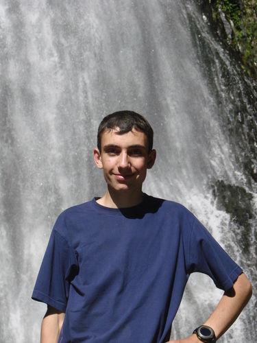 2008 06 26 Cyril au soleil devant la cascade du Ray-Pic
