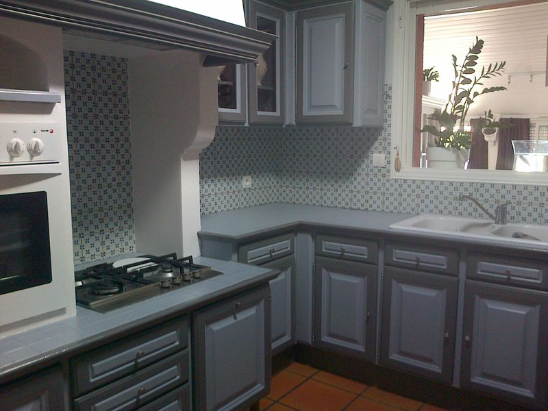 La cuisine de martine en ch ne a t relook e avec les for Peindre une faience de cuisine
