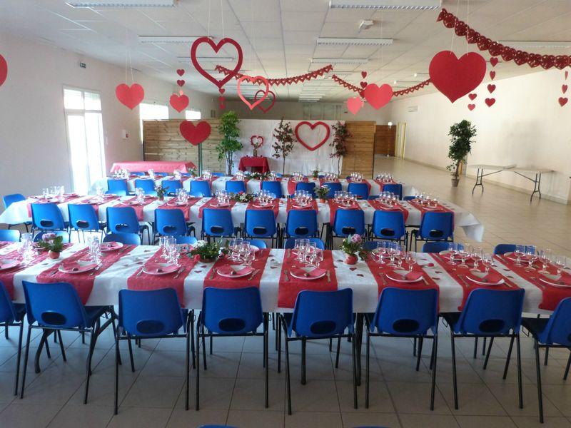 table mariage rouge, blanc et coeurs - tables et déco dEstelle