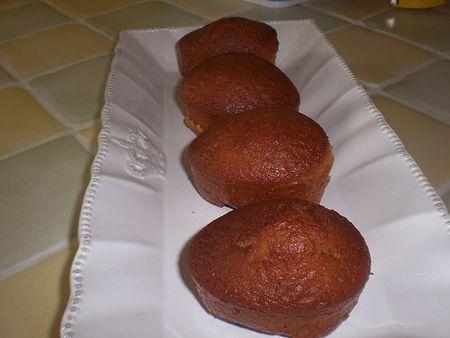 Petits gâteaux au yaourt et à la confiture d'ananas vanillée