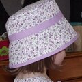 Chapeau cloche fleurs violettes 002