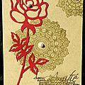 carte d'amitié avec napperons dorés et rose rouge