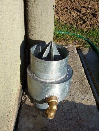 R cup rateurs d 39 eau de pluie bricolsec for Descente eau pluviale zinc