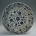 Blue-and-white plate with foliated edge and the design of interlocking sprays, Yongle period (1403-1424)