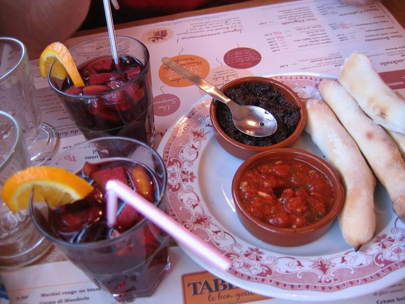 Sangrias & baguettines / tapenade, Tablapizza, août 09.