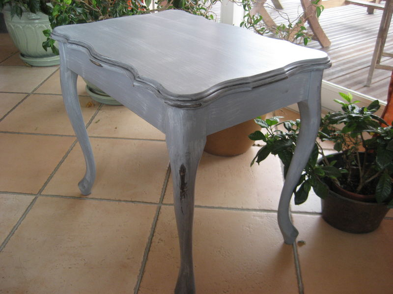 une table basse patin e en gris agn s cr ations. Black Bedroom Furniture Sets. Home Design Ideas