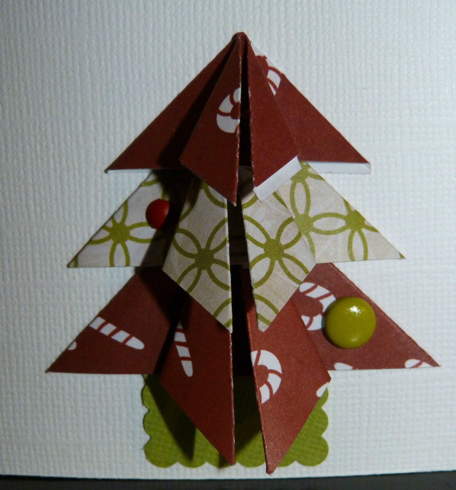 origami de noel facile origami p re no l super facile. Black Bedroom Furniture Sets. Home Design Ideas