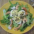 Salade composée aux crevettes et œufs au thon