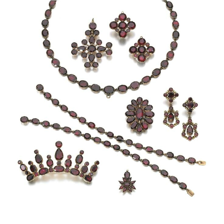 Gold and garnet parure, early 19th century