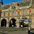 Le musée du Louvre côté quai des Tuileries.