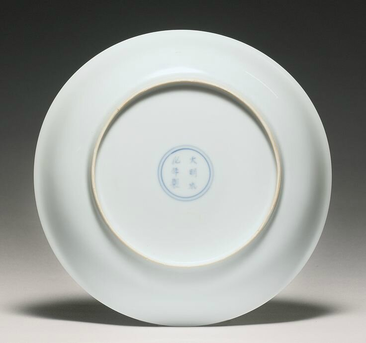A rare white-glazed 'Anhua' dish, Qing dynasty, 18th century 2