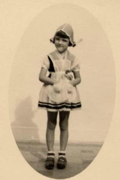 0027-27 Josette,paysanne,souriante