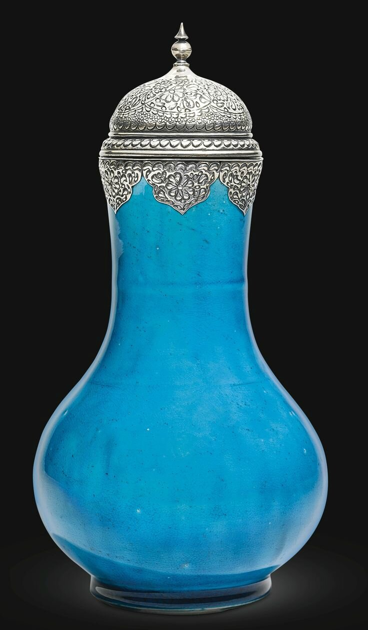 A Kangxi turquoise-glazed vase with silver lid, China for the export market, 17th century
