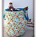 IMG_9217-dinosaure-turquoise-couleur-vive-ecru-rouge-orange-vert-mary-du-pole-nord-owly-mary-sac-panier-jouet-bazar-tresor