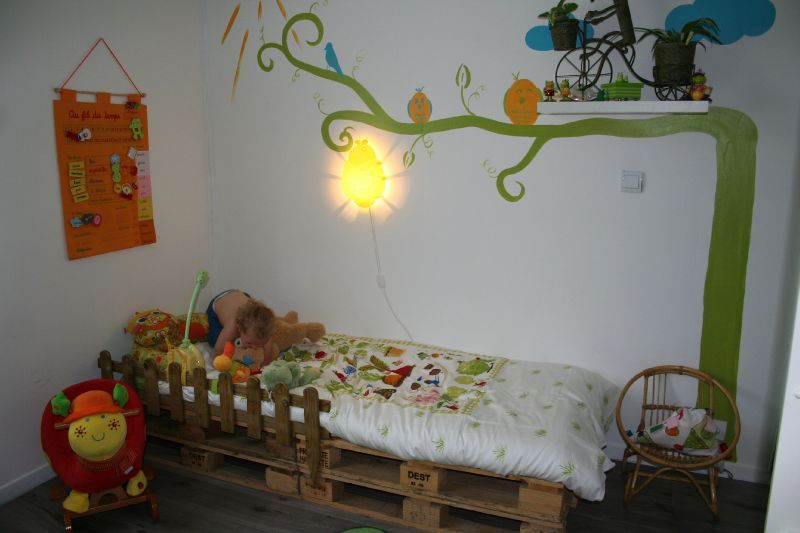 Un lit tout en palette d co d 39 enfant Magasin de bricolage pour enfant