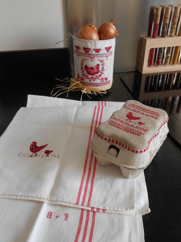 torchon brodé poule et poussin