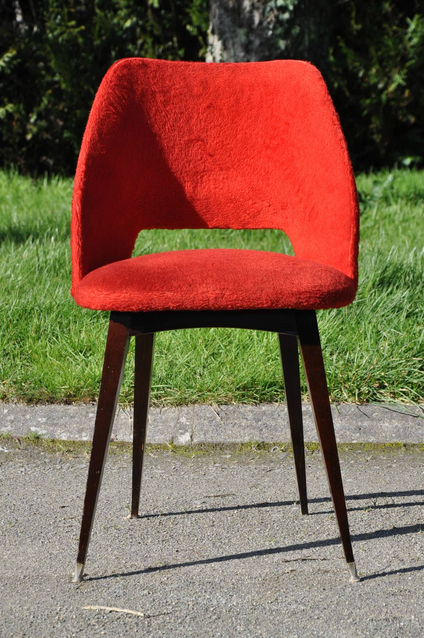 Chaise moumoute rouge vintage annees 60 article for Chaise annee 80