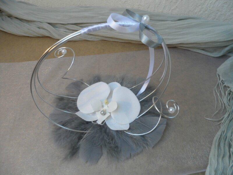 porte alliances original gris argent et blanc d coration de mariage fleurs artificielles. Black Bedroom Furniture Sets. Home Design Ideas