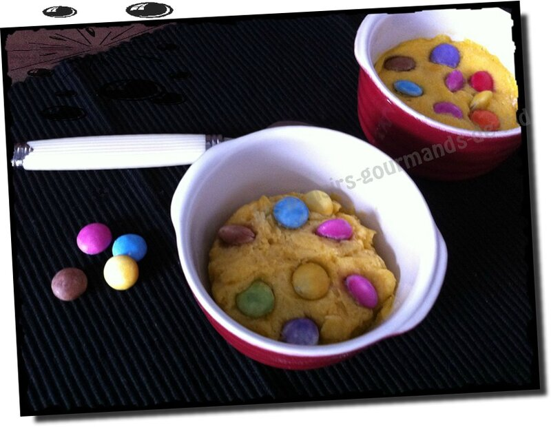 Mug cookie aux smarties 3 avr (6b)