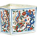 A wucai 'dragon and phoenix' fan-shaped box, mark and period of wanli (1573-1619)