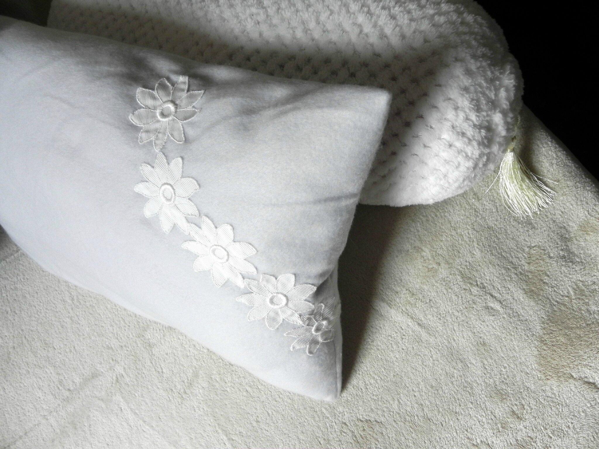 nouveau relooking de mes coussins de banquettes sp cial hiver ficelle et bout de tissu. Black Bedroom Furniture Sets. Home Design Ideas