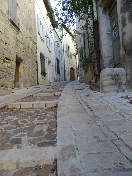 UZES (25) Rue pittoresque