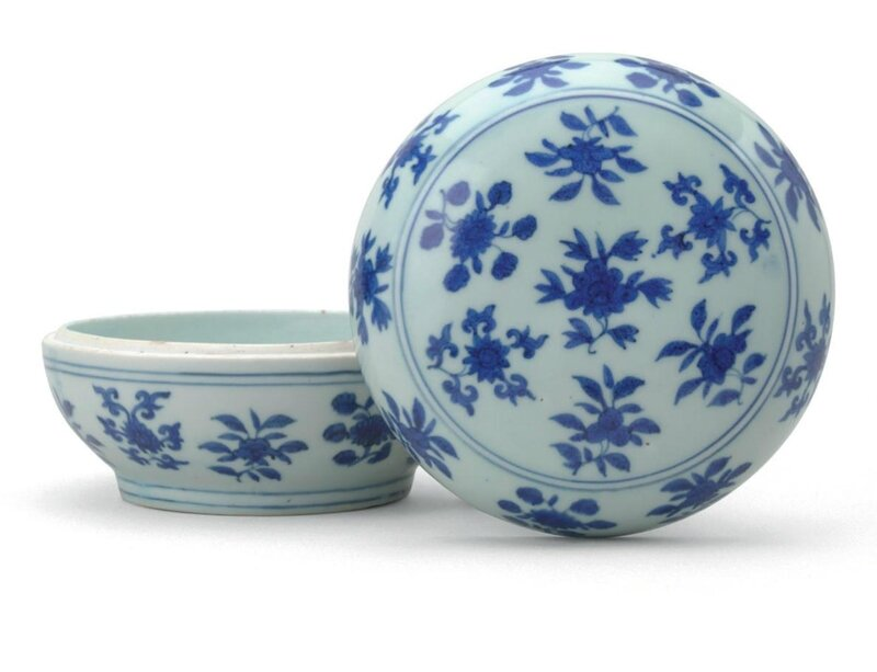 A rare blue and white 'fruits and flowers' box and cover, Jiajing six-character mark in underglaze blue within a double circle and of the period (1522-1566