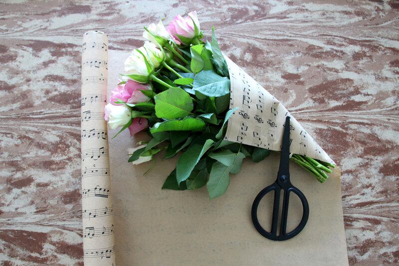 astuce comment am liorer le look d 39 un bouquet de roses premier prix c 39 est bient t no l. Black Bedroom Furniture Sets. Home Design Ideas