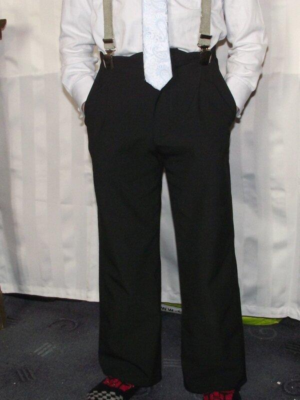 Pantalon Burda 9781 gabardine noire 3