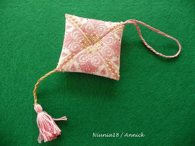 Coussinet rose perlé (4)