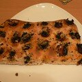 Focaccia aux olives, tomates