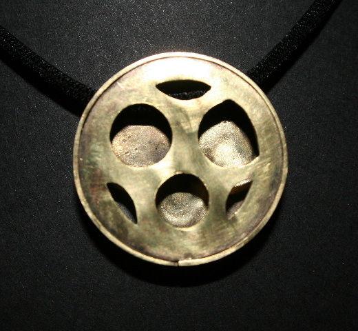 Collier pendentif Laiton noirci et repercé collection