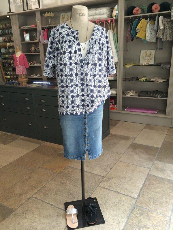 Top Benji Chloé Stora, jupe Was, nu-pieds Petite Mendigote et Tatoosh Boutique Avant Après 29 rue Foch 34000 Montpellier