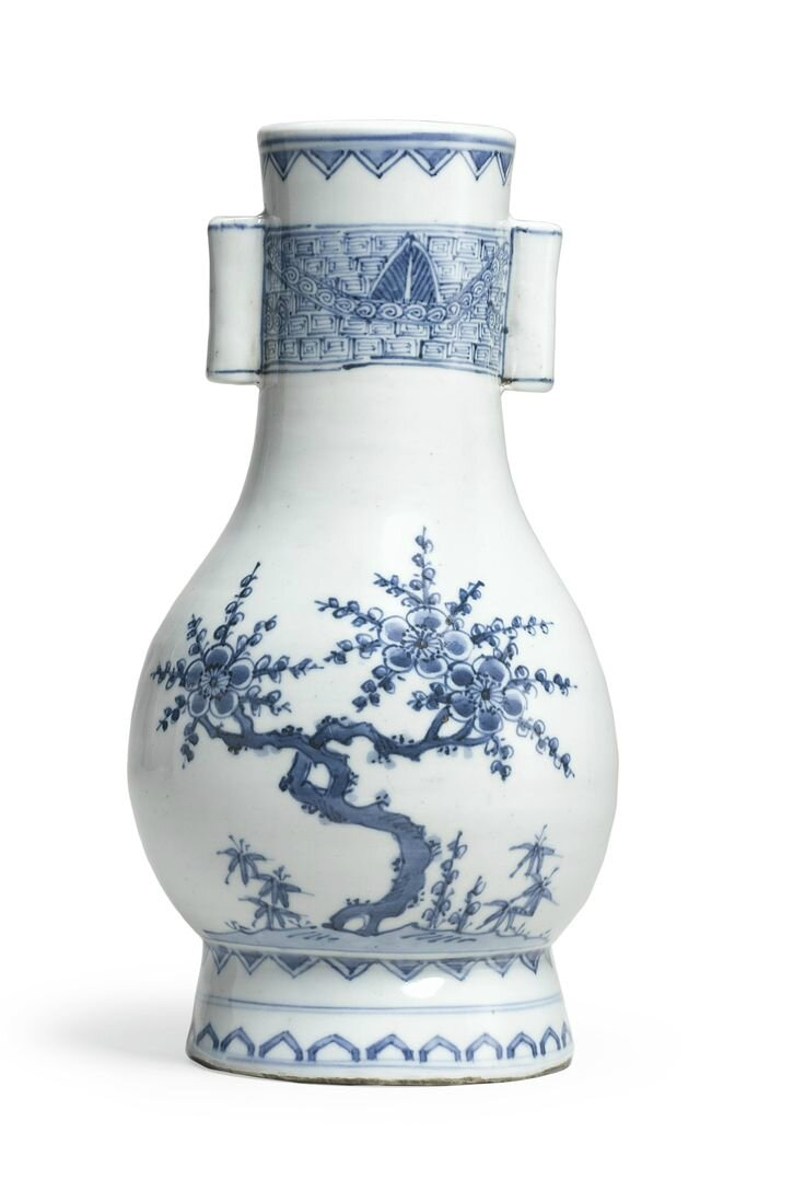 A blue and white archaistic vase, hu, Ming dynasty, early 17th century