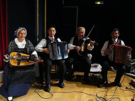 Les_musiciens_de_groupe_folklorique