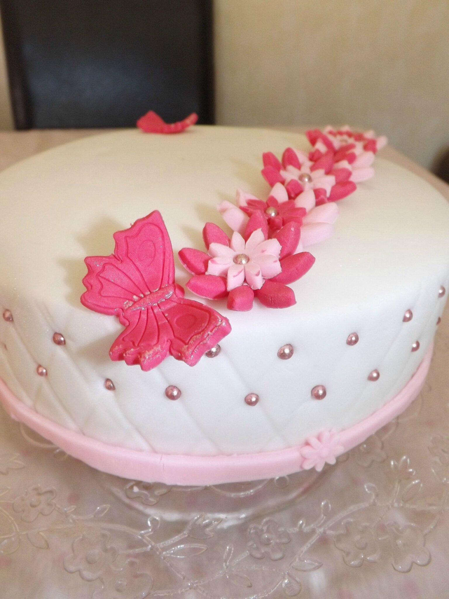 Mon tout premier gâteau en pâte à sucre