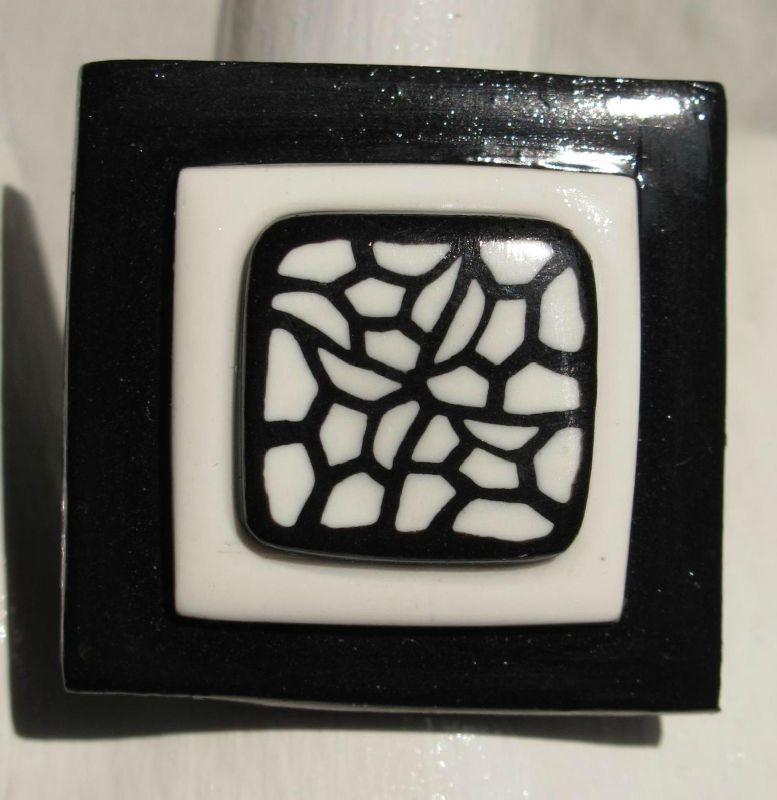 bague fimo carré noire et blanche