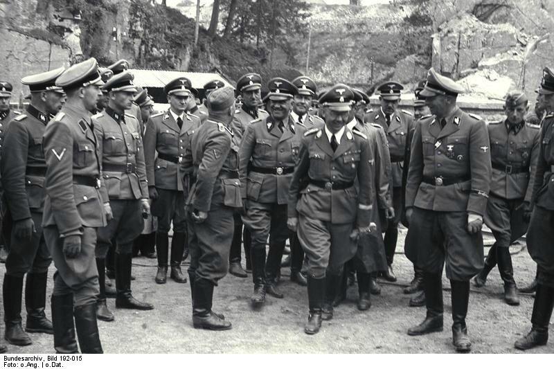 Bundesarchiv_Bild_192-015_KZMauthausen_Himmler