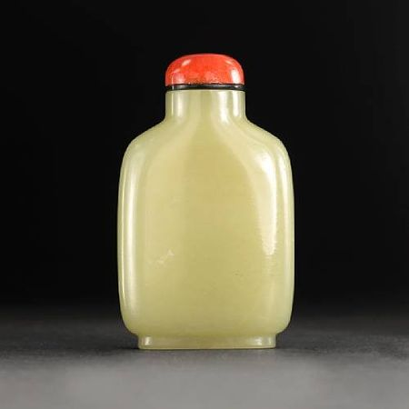 A_yellow_jade_snuff_bottle2