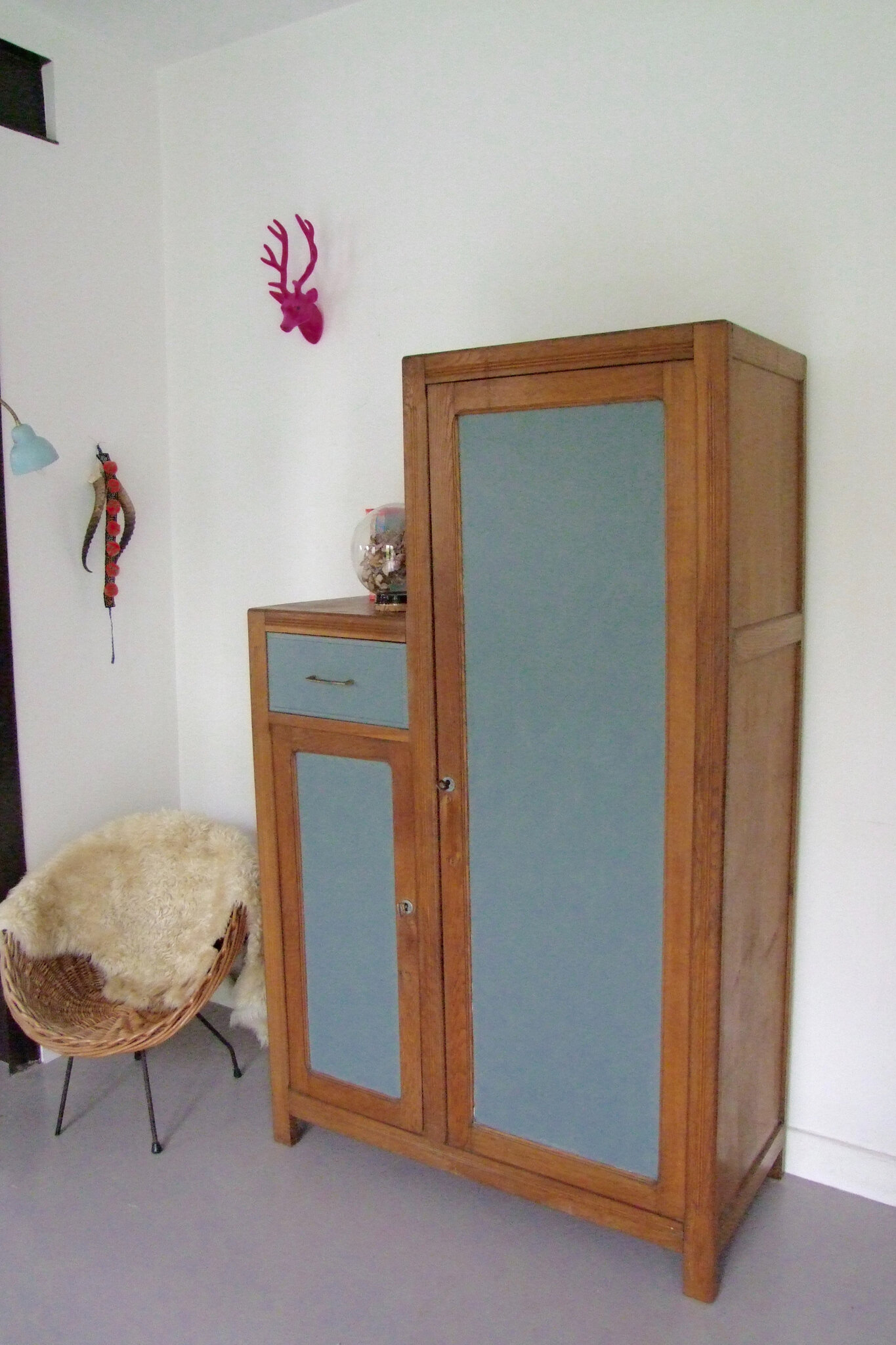 armoire vintage asymetrique gr ce meubles vintage pataluna chin s d nich s et d lur s. Black Bedroom Furniture Sets. Home Design Ideas