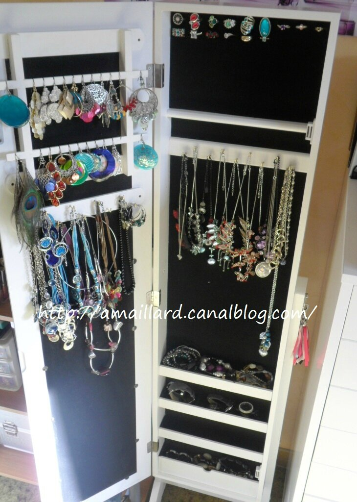mes bijoux s 39 offrent un toit avec l 39 armoire a bijoux casa ma vie en couleurs blog makeup. Black Bedroom Furniture Sets. Home Design Ideas