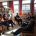 Los alumnos en los sofás del CDI