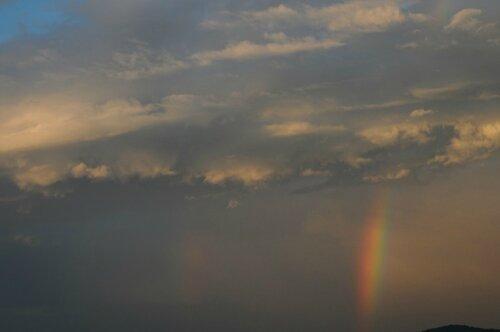 arc-en-ciel et coucher de soleil